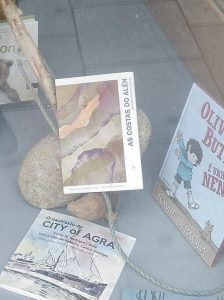 Xa podes facerte cun exemplar do libro: As costas do Alén na librería Sisargas.